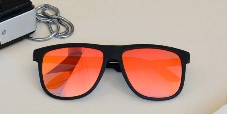 Για ακόμη ένα καλοκαίρι, τα γυαλιά-καθρέπτης έχουν την τιμητική τους!