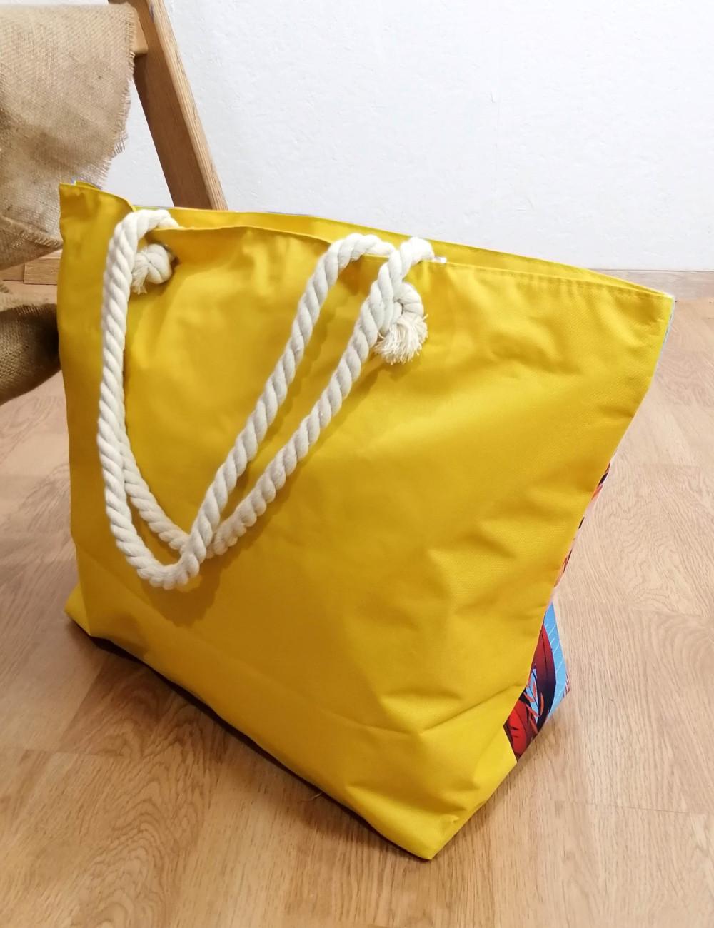 Γυναικεία κίτρινη τσάντα θαλάσσης με τύπωμα 213018